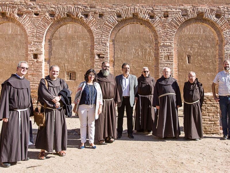 Franciscan friars from Gilet, Zaragoza y Teruel visit La Almunia's Convento de San Lorenzo with the mayoress and councillors from La Almunia de Doña Godina. Photo: Santiago Cabello