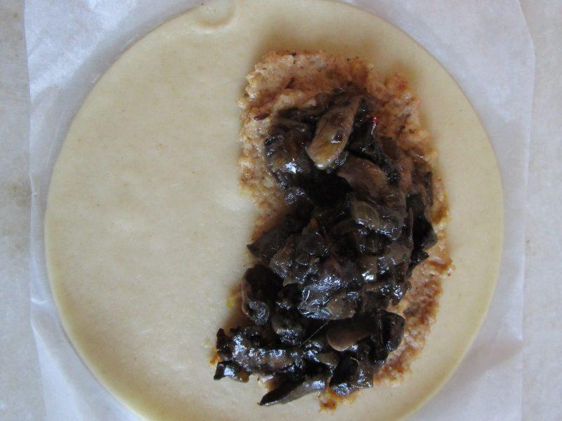 empanadillas con salsa avellanas